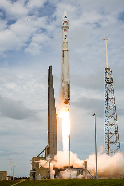 Atlas_V_launches_with_MAVEN_(201311180004HQ)[1]