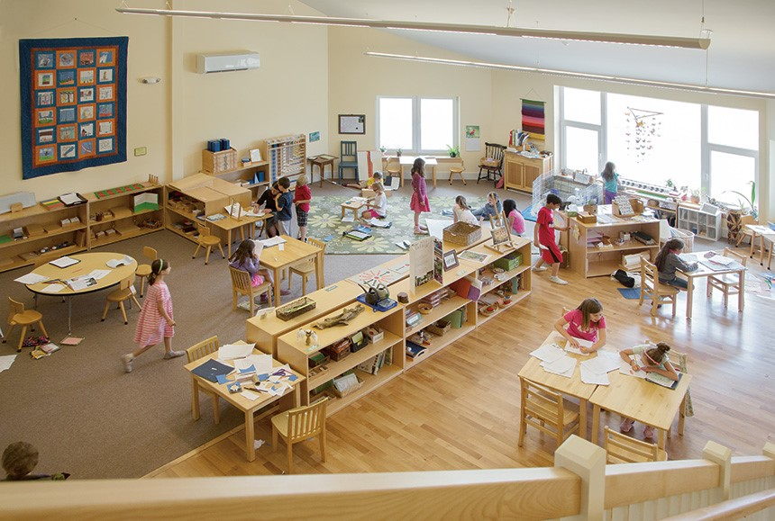 Example of an active and prepared Montessori classroom.